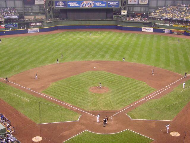 File:Milwaukee Brewers-1199122168-557.jpg