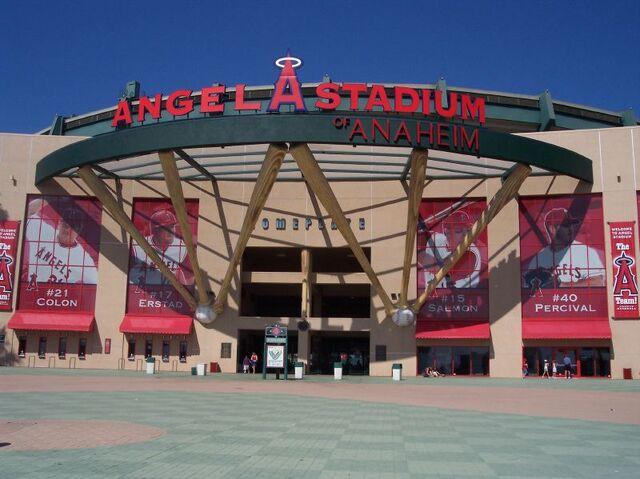 File:Angel Stadium-1195658169-812.jpg