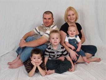 File:1196875405 Family Pic 07.JPG