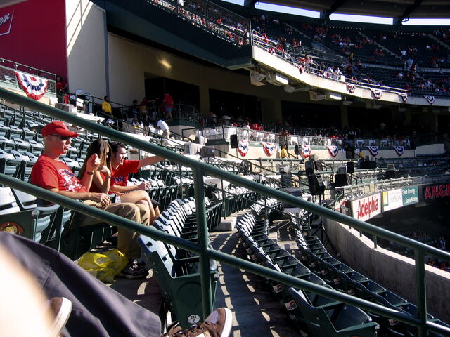 File:Angel Stadium-1195658126-320.jpg