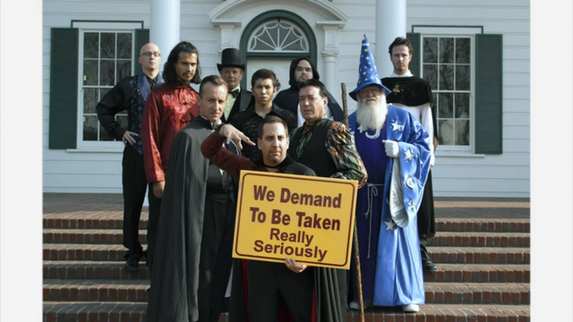 File:1x09 Storming the Castle (29).png