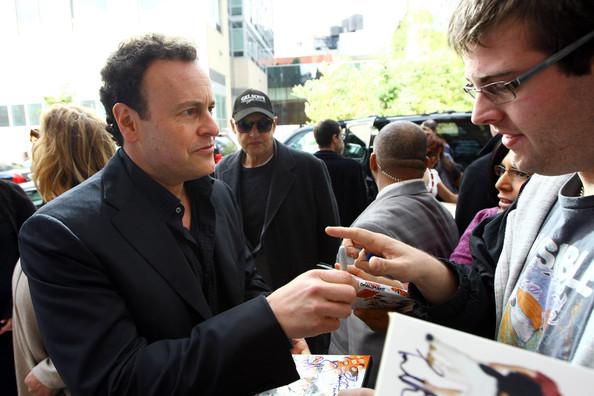 File:2011 New Yorker Festival - Autograph Mitch Hurwitz.jpg