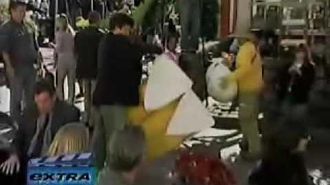 Portia de Rossi - Extra on set of Arrested Development - November 3, 2004