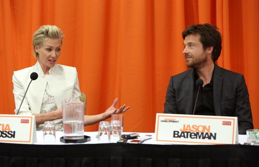 File:2013 Netflix Press Conference - Portia and Jason 1.jpg