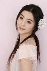 Cute looking Fan Bing Bing with flower hair clip