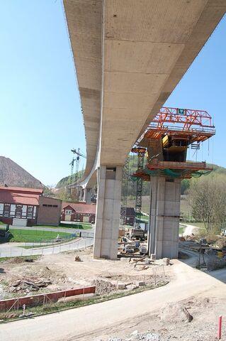 Datei:Bau Friedetalbrücke A38.jpg