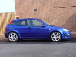 800px-Ford Focus RS Side View