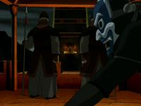 Zuko sneaks past guards