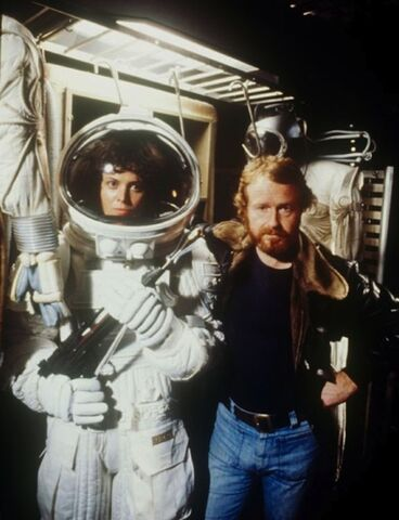 File:Alien-Awesome Behind The Scenes Photos From Old Movies.jpg