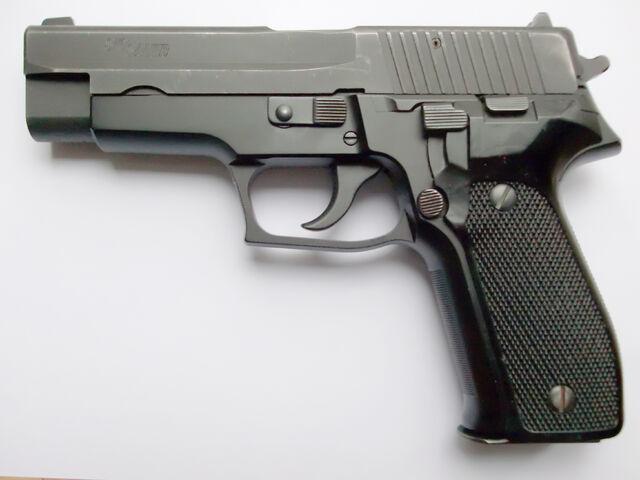 File:SIG Sauer P226.jpg