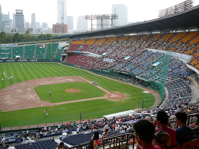 File:Jamsil Baseball Stadium.jpg