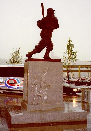 File:Wagner statue 010521.JPG