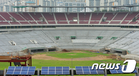 File:Remodeling Suwon Baseball Stadium Red Wine Chairs 3 (2014~).jpeg