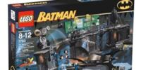 7783 The Batcave: The Penguin & Mr. Freeze's Invasion