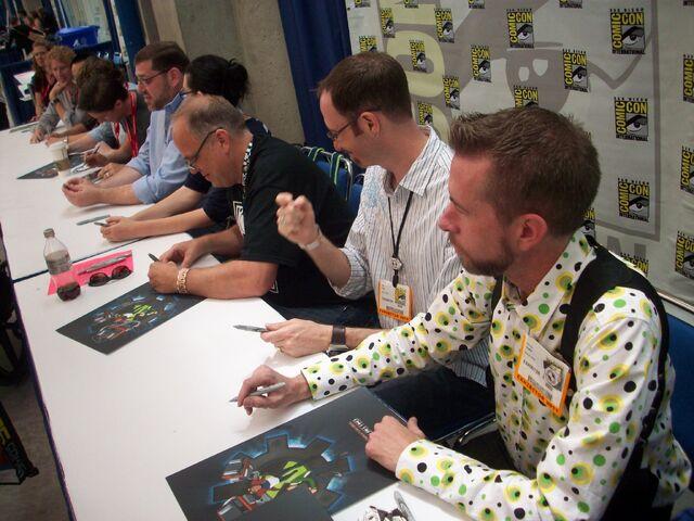 File:Comic Con 2011 (4).jpg