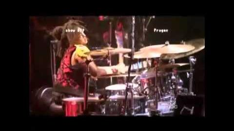 Beyoncé - say hello to nicki on the drums !-0