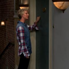 Penny doing Sheldon's knock.