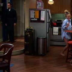 Penny dancing up a breakfast for Leonard.