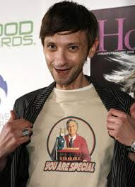 File:DJ Qualls on set.jpg