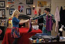 The shiny trinket maneuver Howard and Bernadette