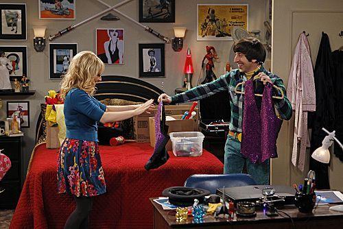 File:The shiny trinket maneuver Howard and Bernadette.jpg