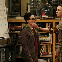 Sheldon and Leonard in the unaired pilot.