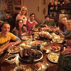 Memorial dinner for Mrs. Wolowitz as they finish up her leftovers during a power failiure.
