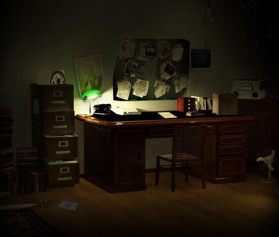 File:Box on desk.jpg