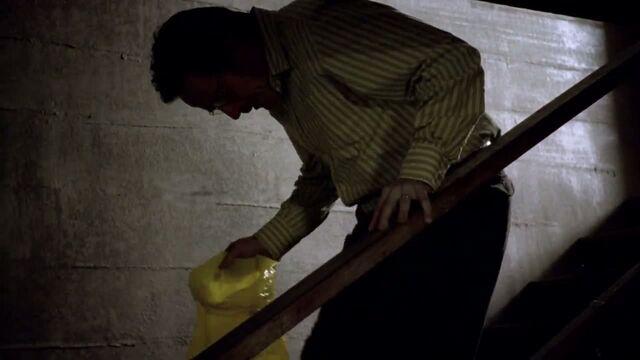 File:1x02 - Walt about to kill.jpg