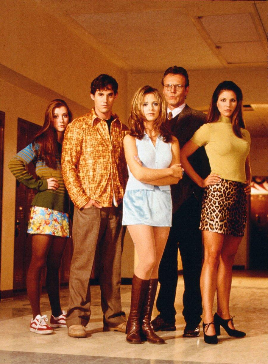 File:Season-1-buffy-the-vampire-slayer-6741630-300-400.jpg