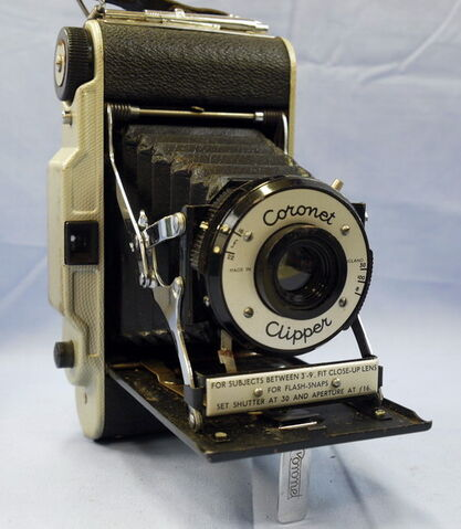 File:Coronet-clipper-vintage-folding-camera-8.99-22344-p.jpg