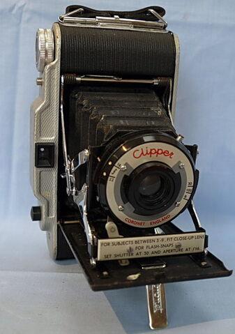 File:Coronet-clipper-folding-vintage-camera-9.99-22809-p.jpg