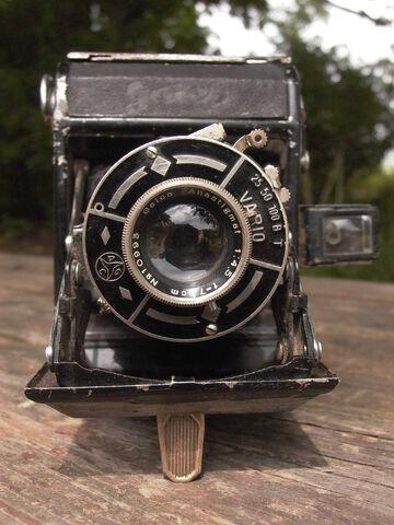File:Z99 Gaica Riken Folding camera 1940.jpg