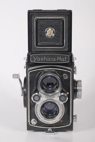 File:Yashica Mat TLR.jpg