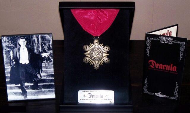 File:Dracula's Medallion - 01.jpg