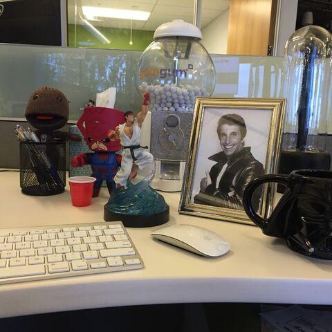 File:Desk03.jpg