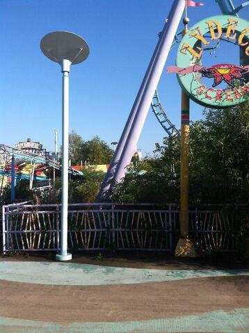 File:Zydeco Scream Coaster Ride.jpg