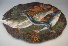 plat de poissons par Auguste Chauvigné (1829-1904), Tours. Faïence émaillée, exposée au Musée des arts décoratifs de Paris