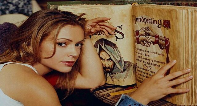 File:PHoebe Book of Shadows.jpg