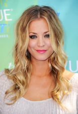 758255565 KaleyCuoco 2011TeenChoiceAwards1 122 209lo