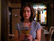 1x20-PhoebeCallPremonition.jpg