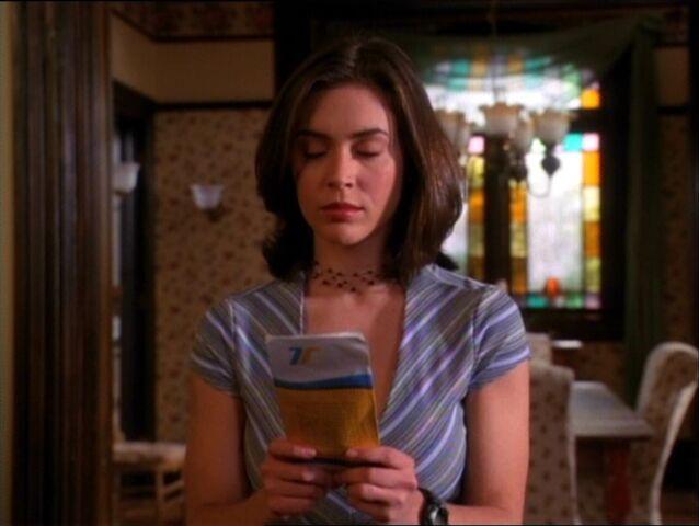 Фајл:1x20-PhoebeCallPremonition.jpg