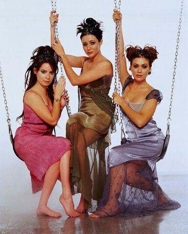 File:Halliwell Sisters (25).jpg