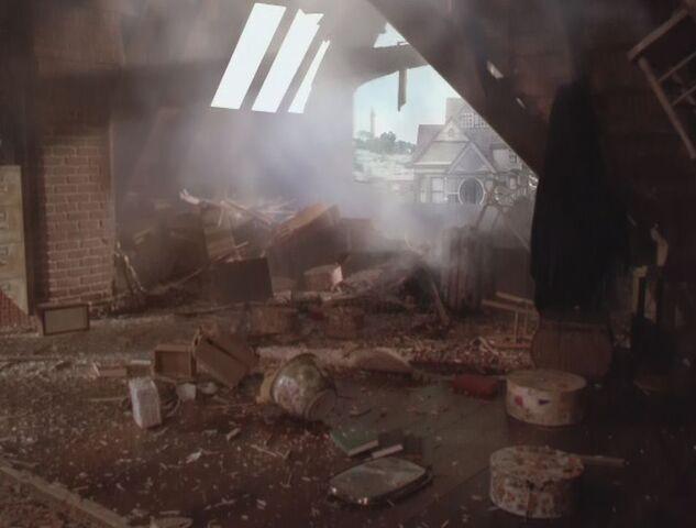Фајл:2x02-attic-remains.jpg