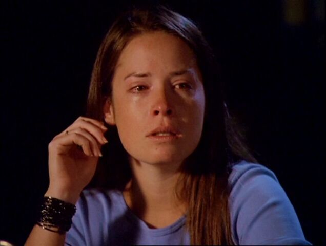 File:4x01-PiperHalliwell.jpg