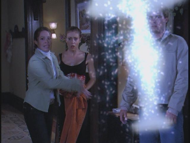 File:Paige throws a lamp.jpg