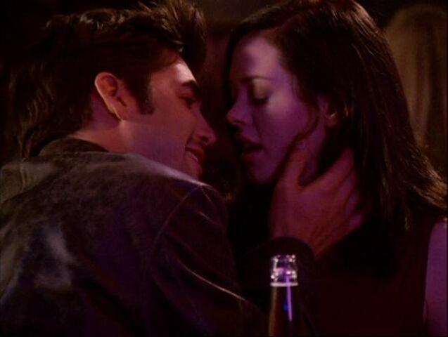 File:Shane-paige-kiss.jpg