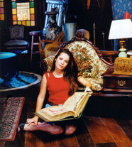 Holly Marie Combs (7)