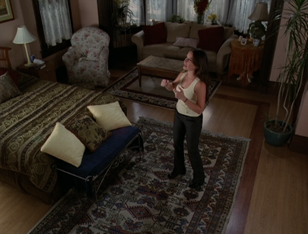 File:6x03BedroomPiper.png