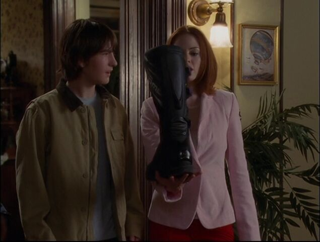 File:Charmed - S05E05 - Episode 93 - Witches In Tights.mkv 002214245.jpg
